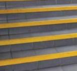 Lépcsőél kontrasztos felfestése.