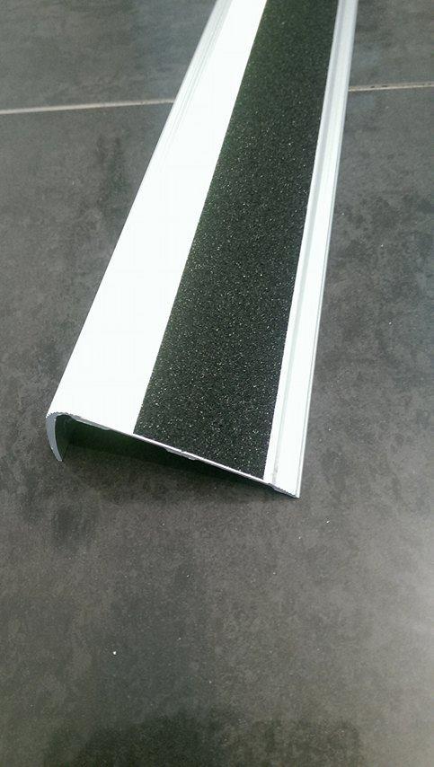Csúszásmentes szalagok és lépcsőélvédő profil